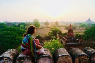 Magiczny Bagan o wschodzie w Birmie